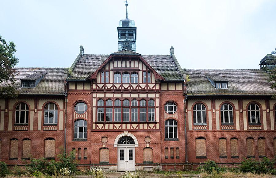 Quartier Beelitz-Heilstätten - Haupteingang des zentralen Badehauses