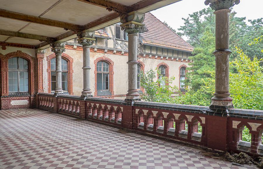 Quartier Beelitz-Heilstätten - Liegebalkon im historischen Männersanatorium