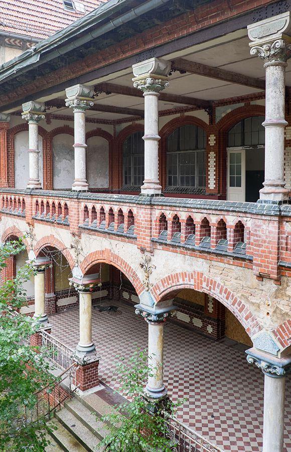 Quartier Beelitz-Heilstätten - Liegebalkone im historischen Männersanatorium