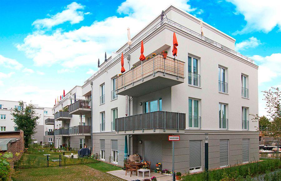 Küstriner Straße - Außenansicht viergeschossiger Neubau mit Terrassen und Gärten in EG sowie Dachterrasen im Staffelgeschoss