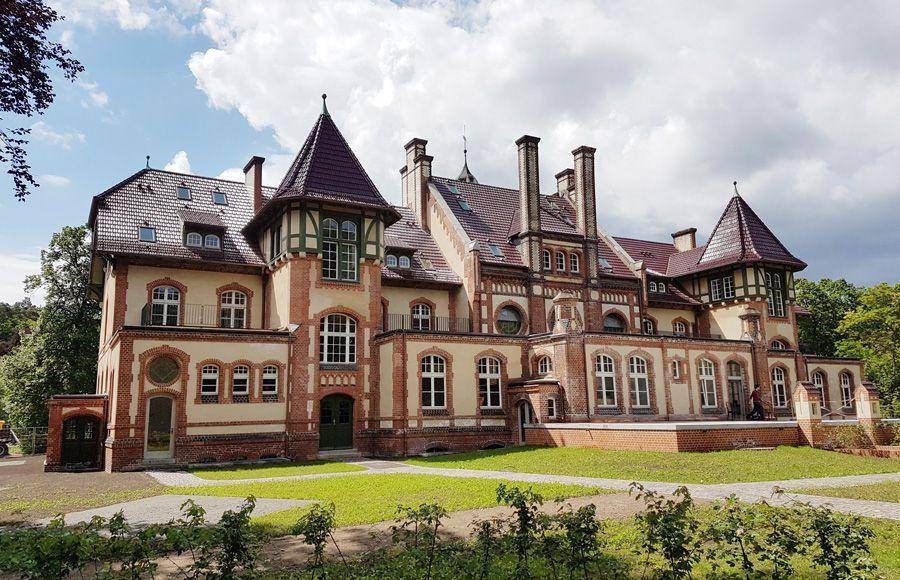 Refugium Beelitz - Außenansicht des historischen Küchengebäudes nach Sanierung