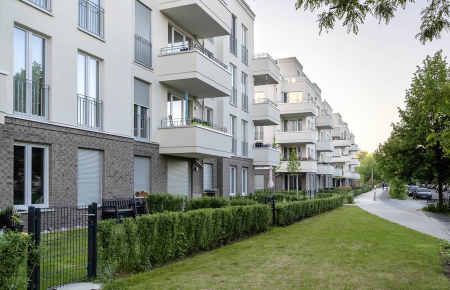 Villen am Filmpark Babelsberg - Blick von der Marlene-Dietrich-Straße auf die Stadtvillen