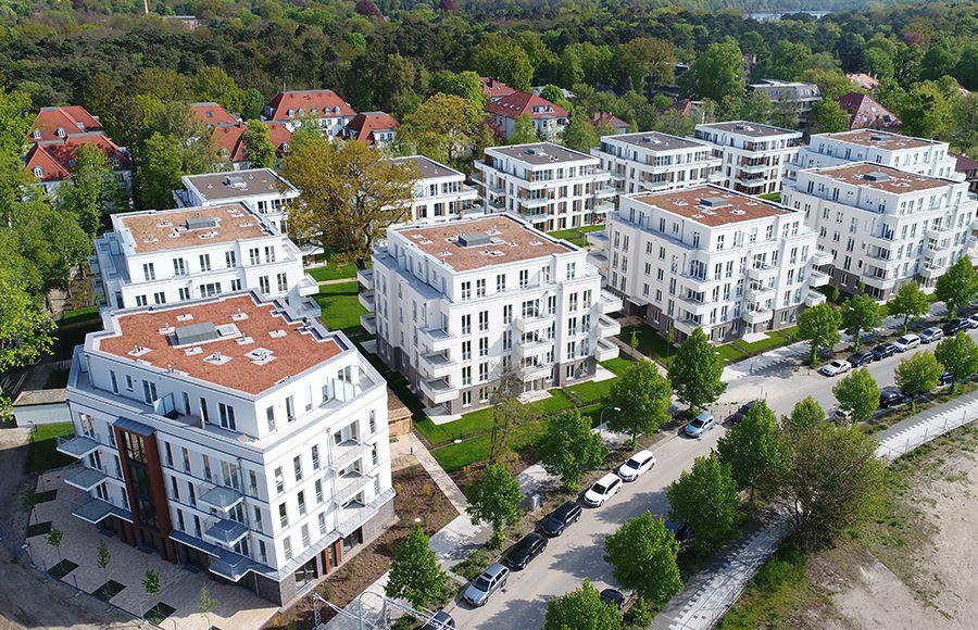 Villen am Filmpark Babelsberg - Vogelperspektive mit Gesamtansicht aller 11 Gebäude