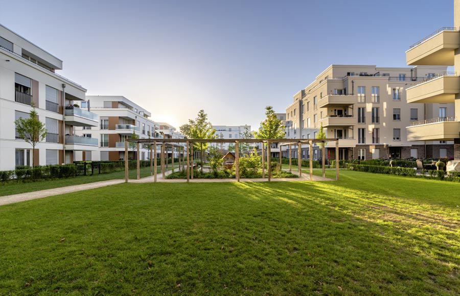 Villen am Filmpark Babelsberg - Blick auf den von den Stadtvillen eingerahmten grünen Innenhof