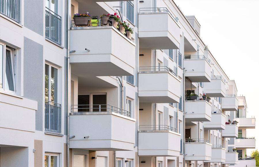 Wohnen an den Gärten der Welt - Blick auf Fassade mit vielen Balkonen