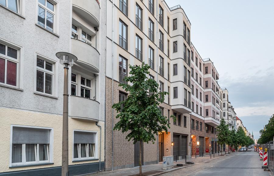 Rigaer Straße - Schrägsicht auf Fassade