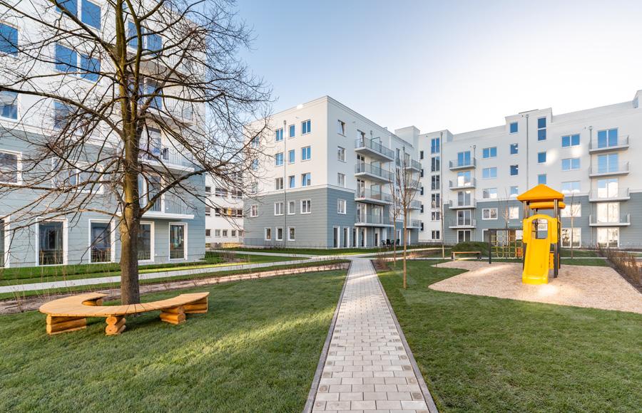 Zossener Straße - Hofansicht mit Spielplatzbereich, Balkonen und Gesamteindruck der Fassadengestaltung