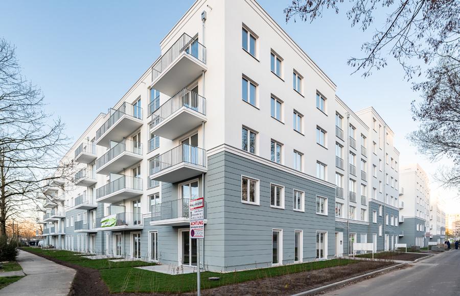 Zossener Straße - Eckansicht mit Eingangsbereichen, Balkonen und Gesamteindruck der Fassadengestaltung
