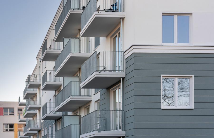 Zossener Straße - Außenansicht der Fassade mit Balkonen