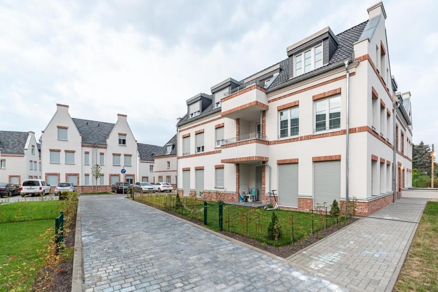 Grüne Aue Biesdorf Außenansicht Mehrfamilienhaus mit typischer Giebelausprägung
